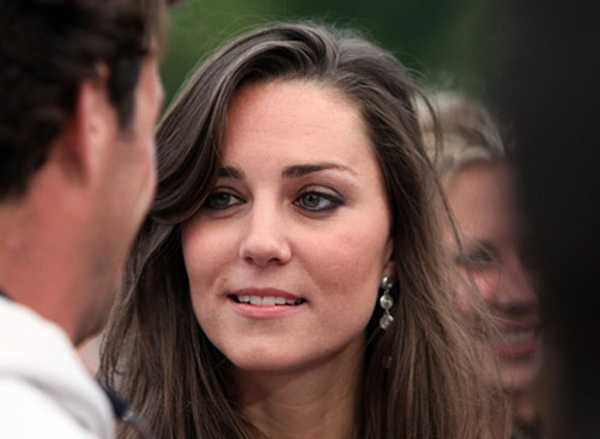 kate middleton nose. Poor Kate looks like a fat old